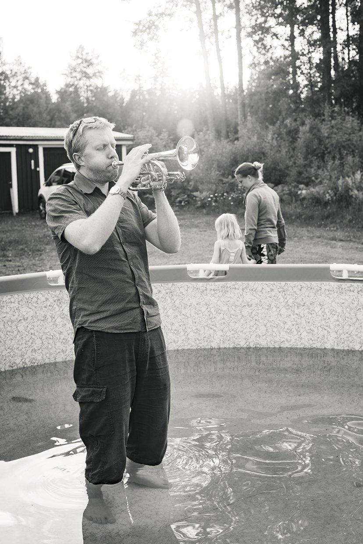 hjorthmedh-a-swedish-fairy-tale-6-trumpet