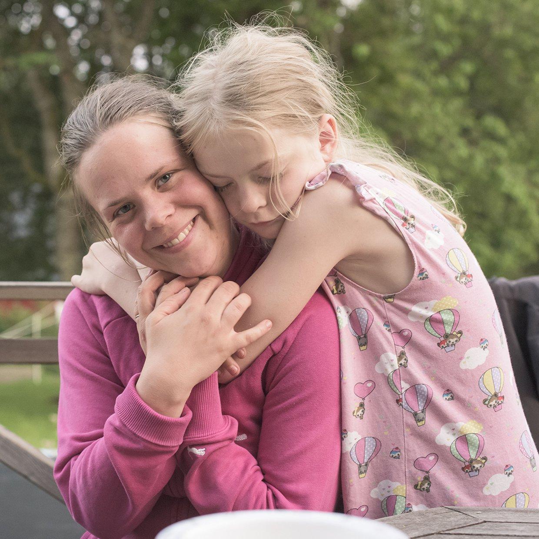 hjorthmedh-a-swedish-fairy-tale-8-hug