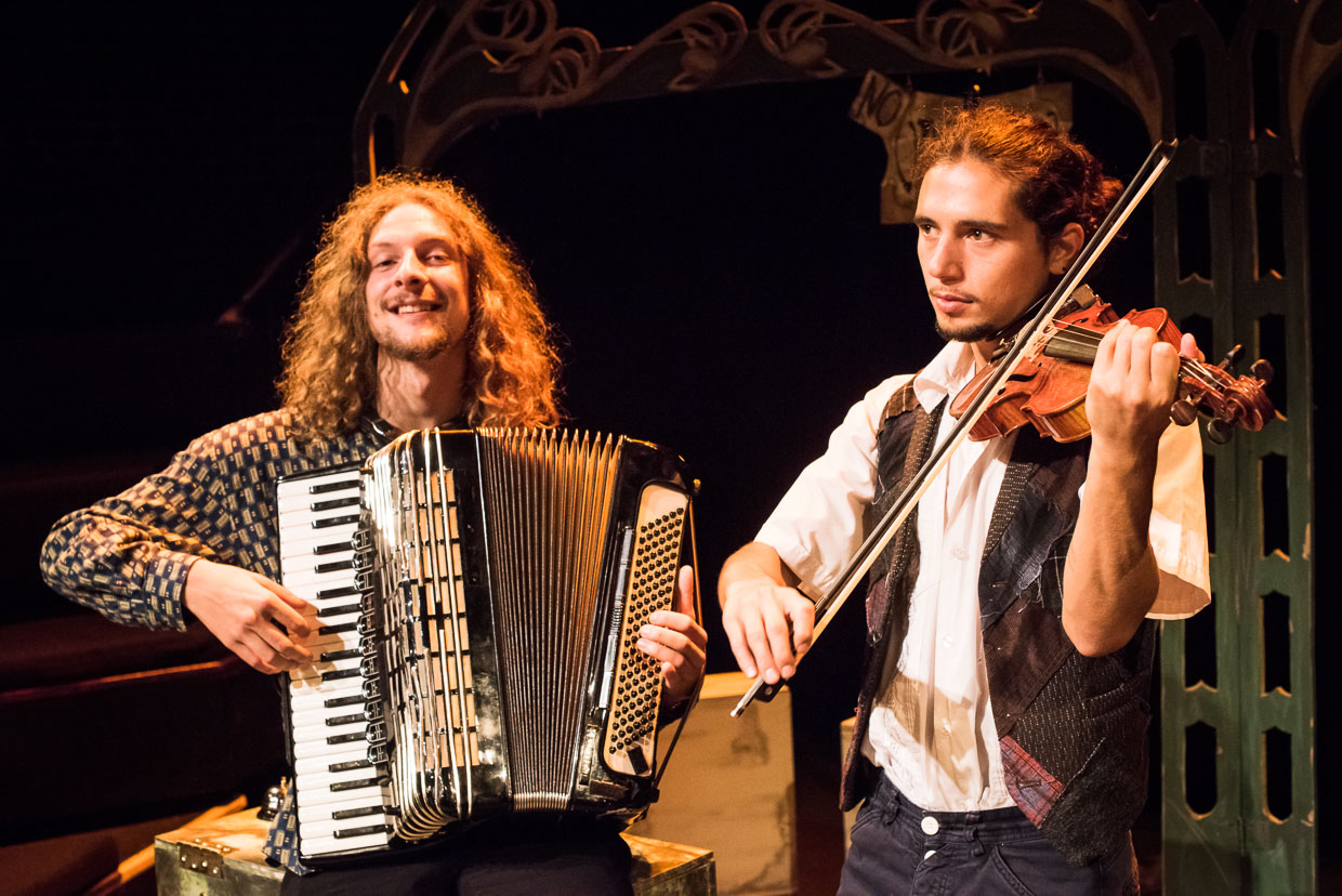 Accordion and violin musicians.