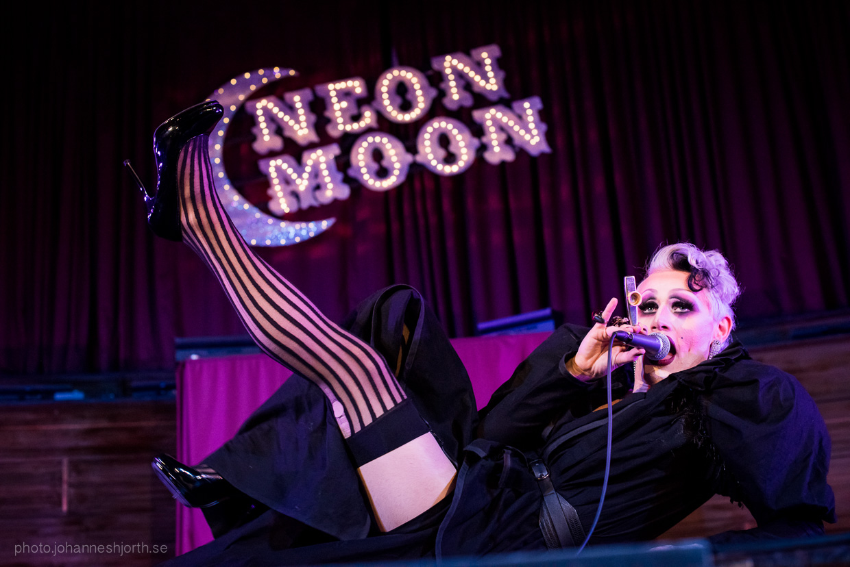 hjorthmedh-neon-moon-cambridge-halloween-ball-2015-107