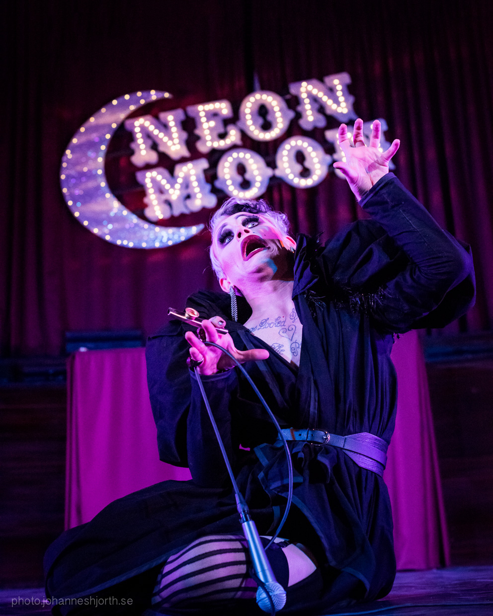 hjorthmedh-neon-moon-cambridge-halloween-ball-2015-108
