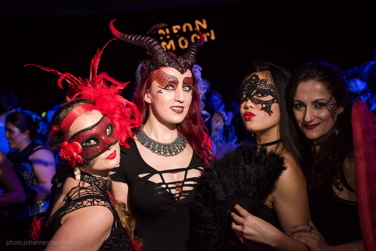 hjorthmedh-neon-moon-cambridge-halloween-ball-2015-130