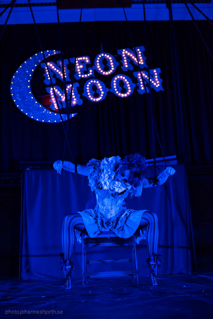 hjorthmedh-neon-moon-cambridge-halloween-ball-2015-148