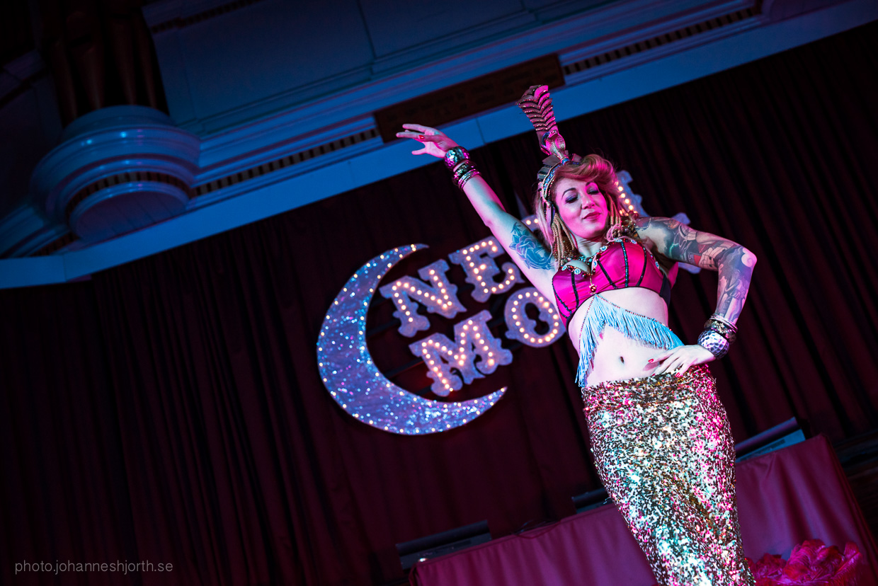 hjorthmedh-neon-moon-cambridge-halloween-ball-2015-154