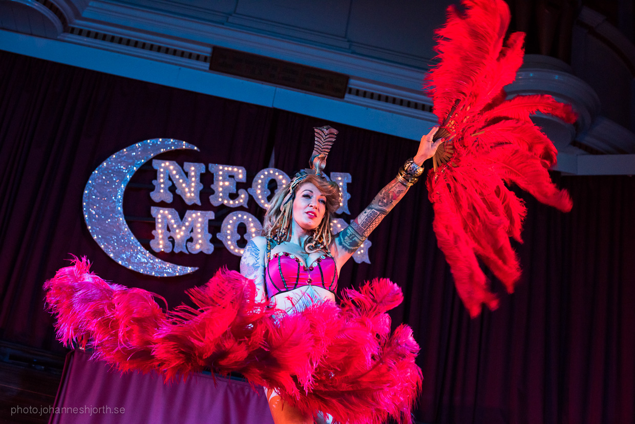 hjorthmedh-neon-moon-cambridge-halloween-ball-2015-155