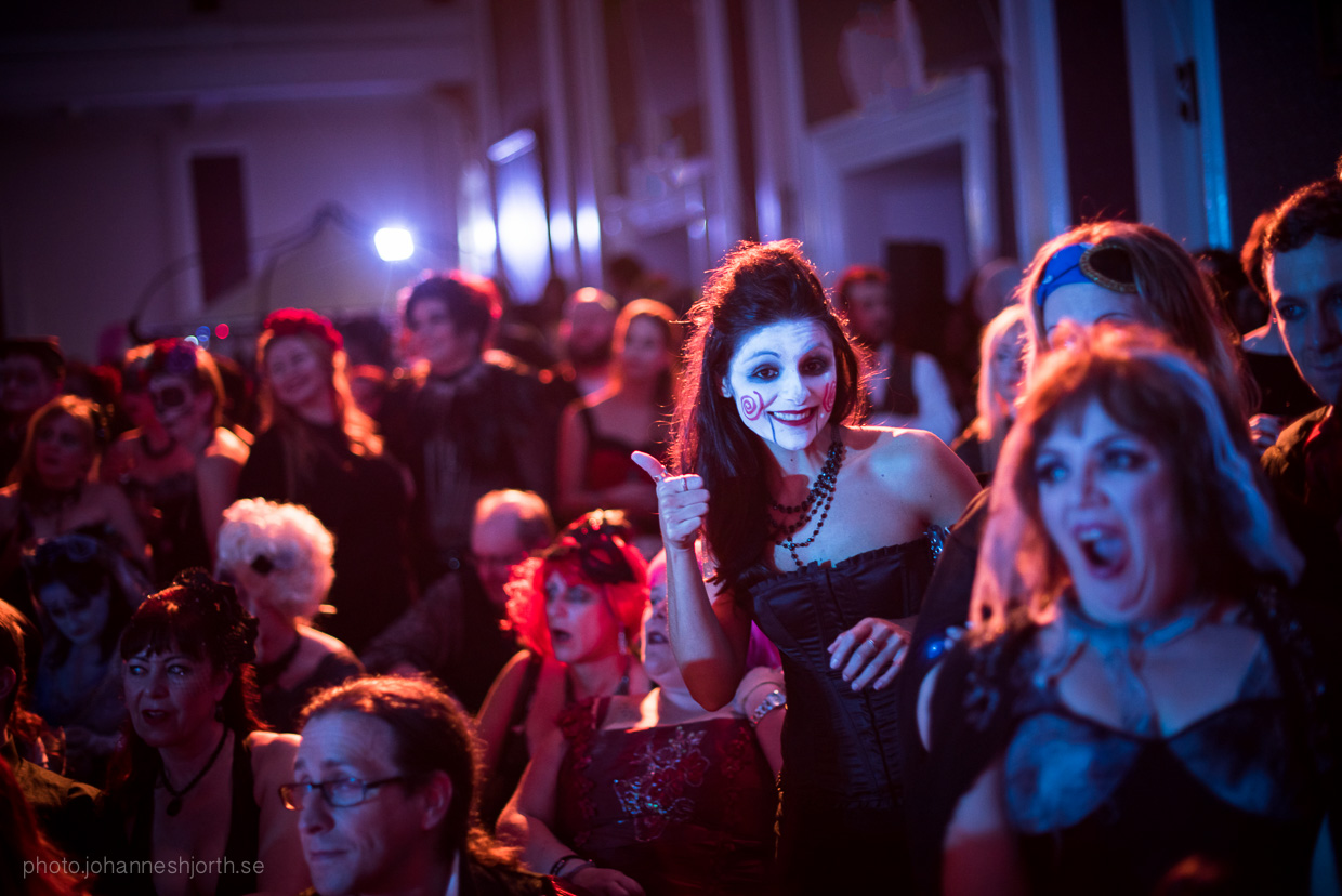 hjorthmedh-neon-moon-cambridge-halloween-ball-2015-168