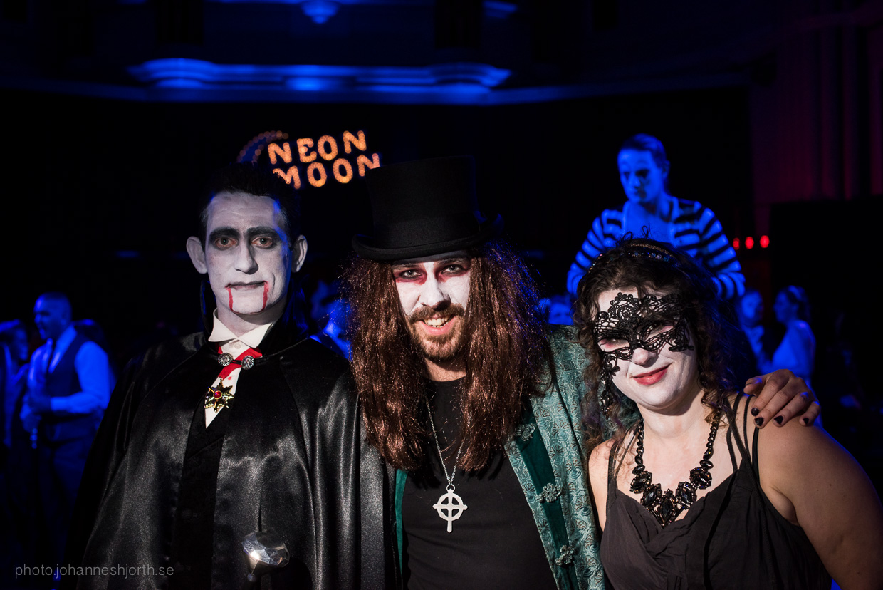 hjorthmedh-neon-moon-cambridge-halloween-ball-2015-29