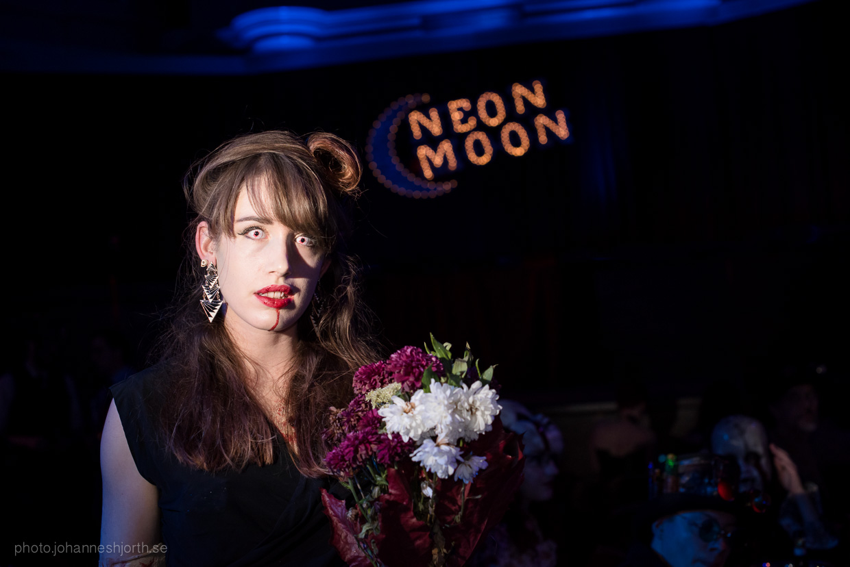 hjorthmedh-neon-moon-cambridge-halloween-ball-2015-36