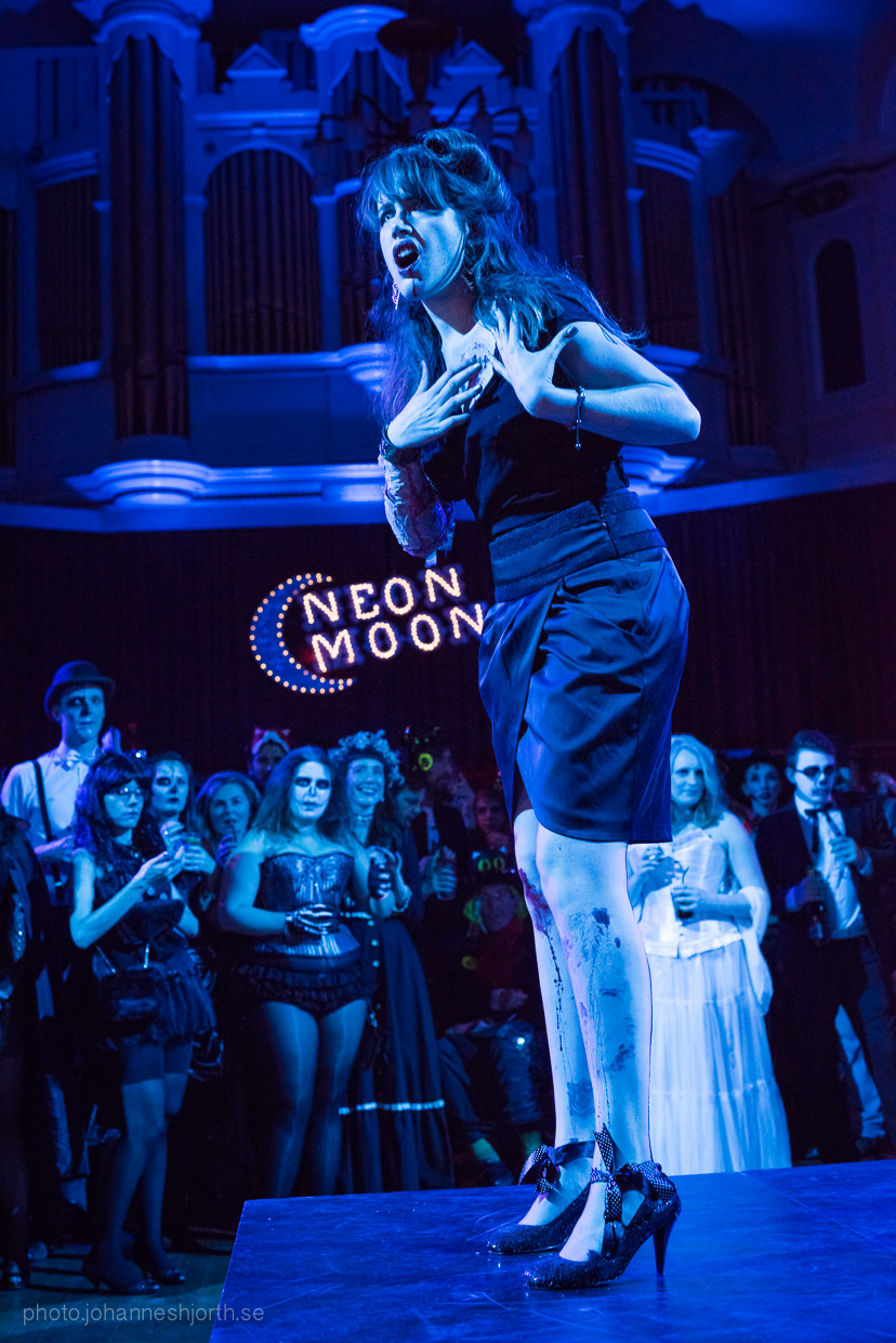 hjorthmedh-neon-moon-cambridge-halloween-ball-2015-75