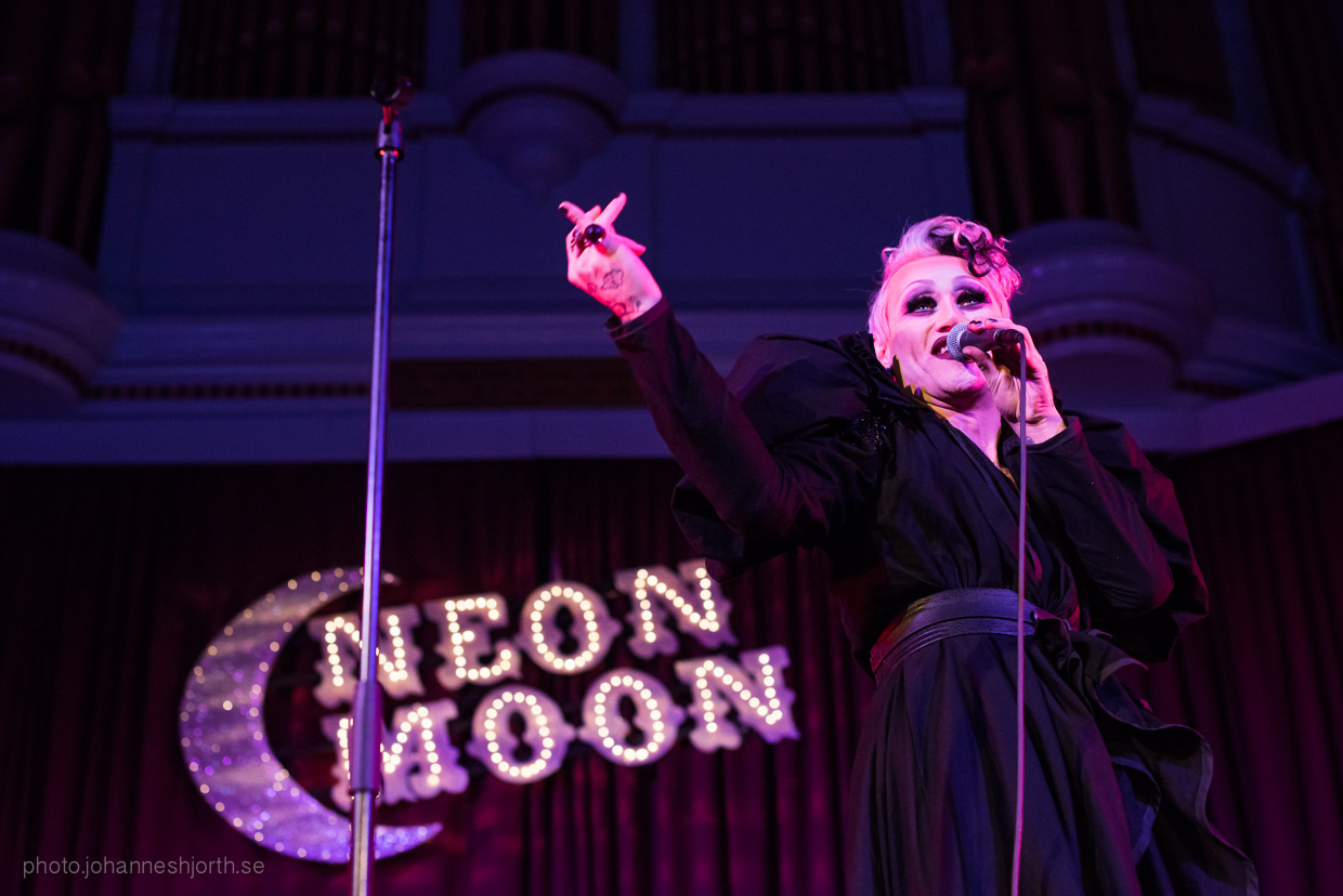 hjorthmedh-neon-moon-cambridge-halloween-ball-2015-86
