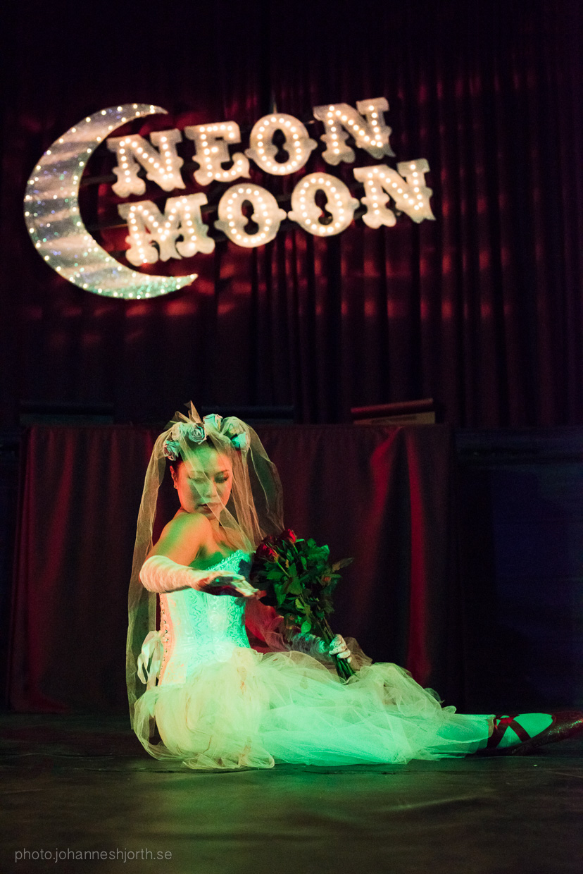 hjorthmedh-neon-moon-cambridge-halloween-ball-2015-88