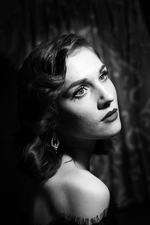Gorgeous film noire portrait of Hannah Grace Taylor