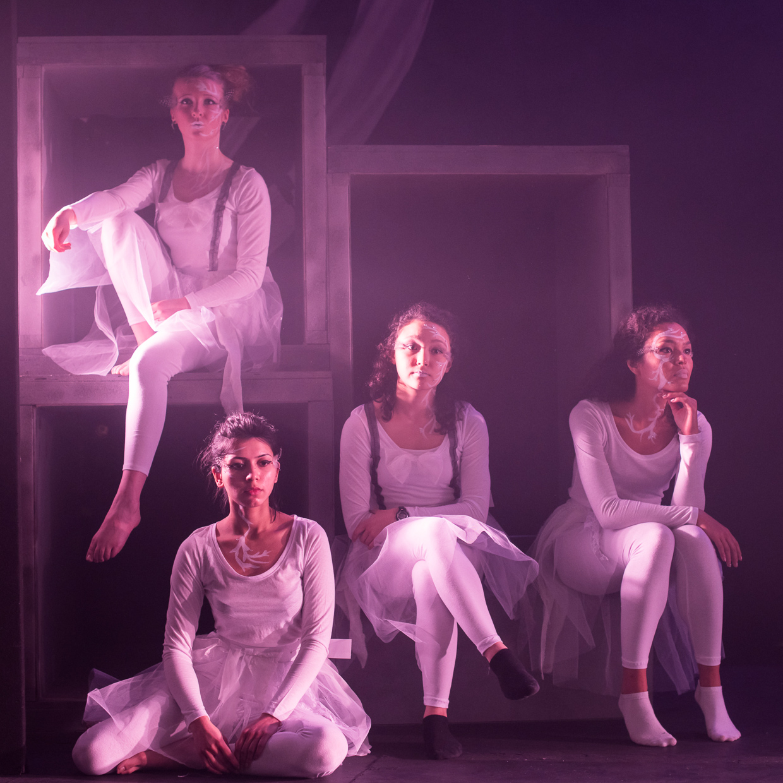 hjorthmedh-alice-dress-rehearsal-1