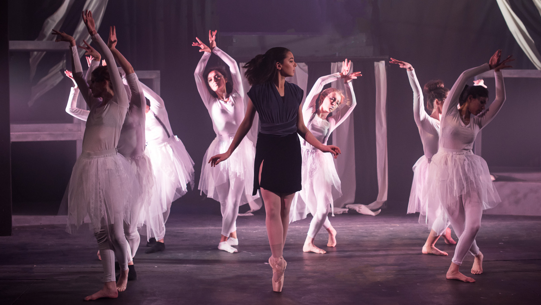 hjorthmedh-alice-dress-rehearsal-3