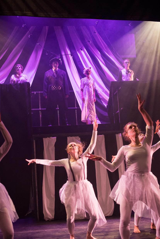 hjorthmedh-alice-dress-rehearsal-7