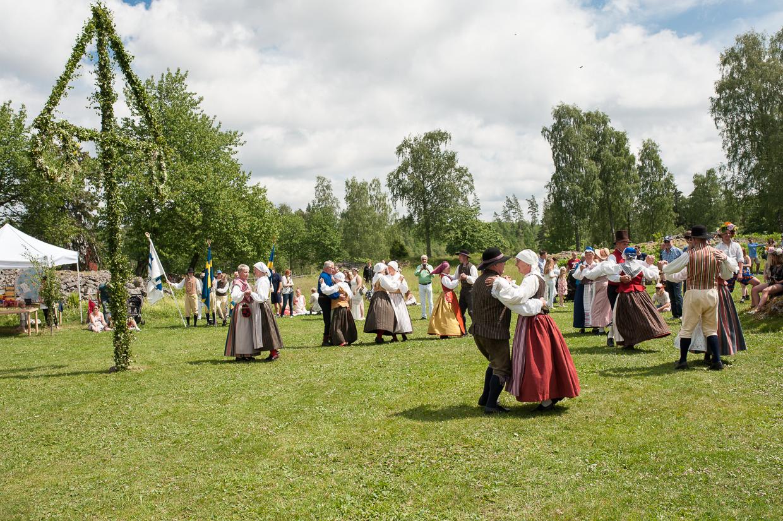 hjorthmedh-midsummer-in-smaland-12