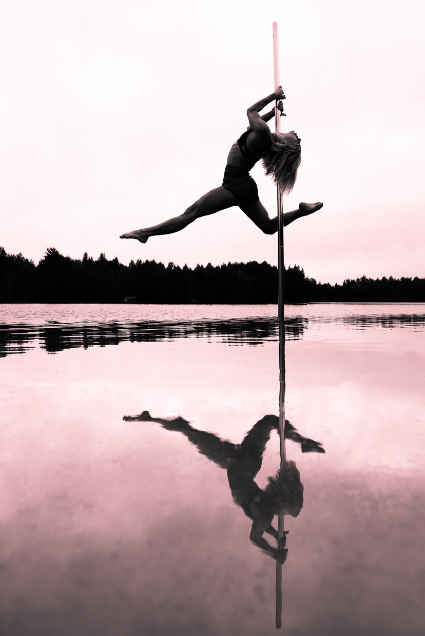 Photo of Therese Larsson's great pose, and the reflection of the pose in the water below her.