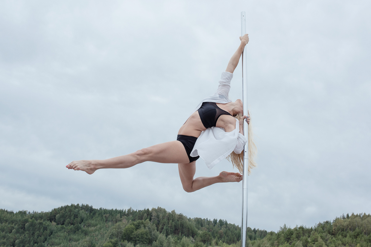 Helle Carlstedt pole dancing in nature.