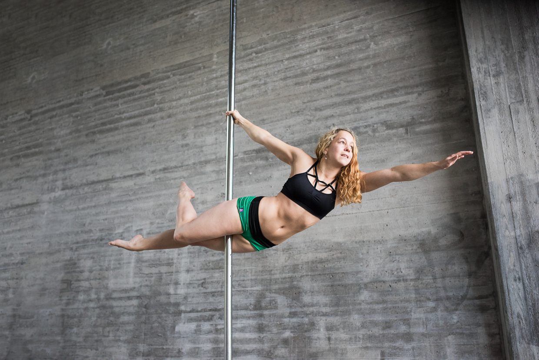 Filippa doing a superman pole dancing pose