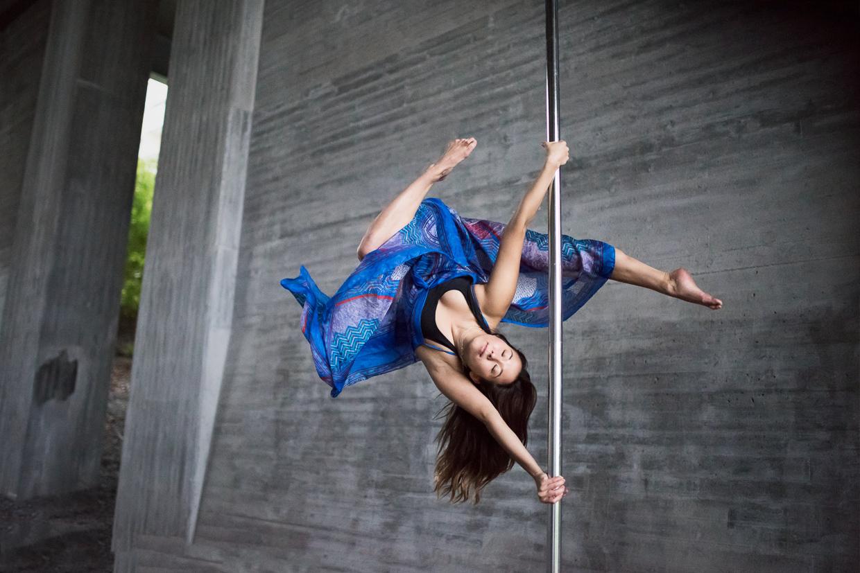 Alexandra Mellin tranquil on a pole