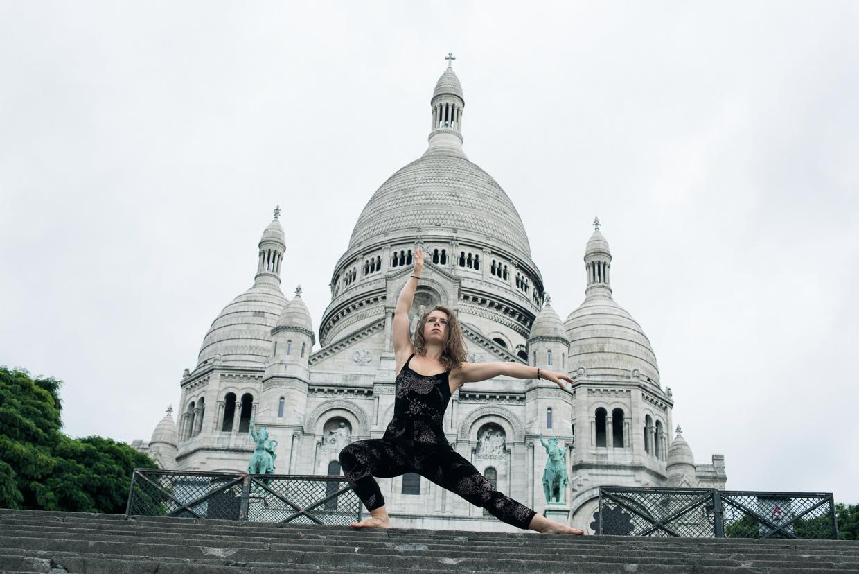 Genevieve posing in front of Sacré-Cœur