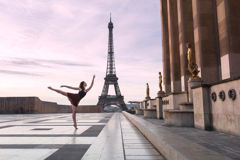 Annie Magee doing a ballet pose at Paralis de Chailotte